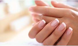 Mani con semipermanente