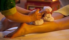 Massaggio erbe e olio