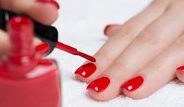 Semi con manicure