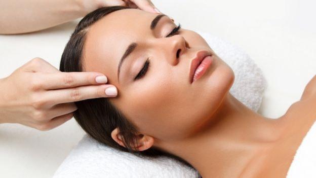 Massaggio viso antirughe, tonificante, RILASSANTE E RASSODANTE A META' PREZZO!