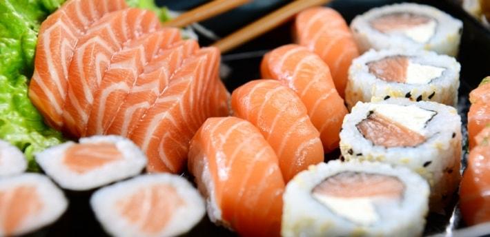 menù ginger d'asporto: 51 pezzi di sushi misto + 1 porzione di spaghetti udon a soli 32€ anzichè 55€