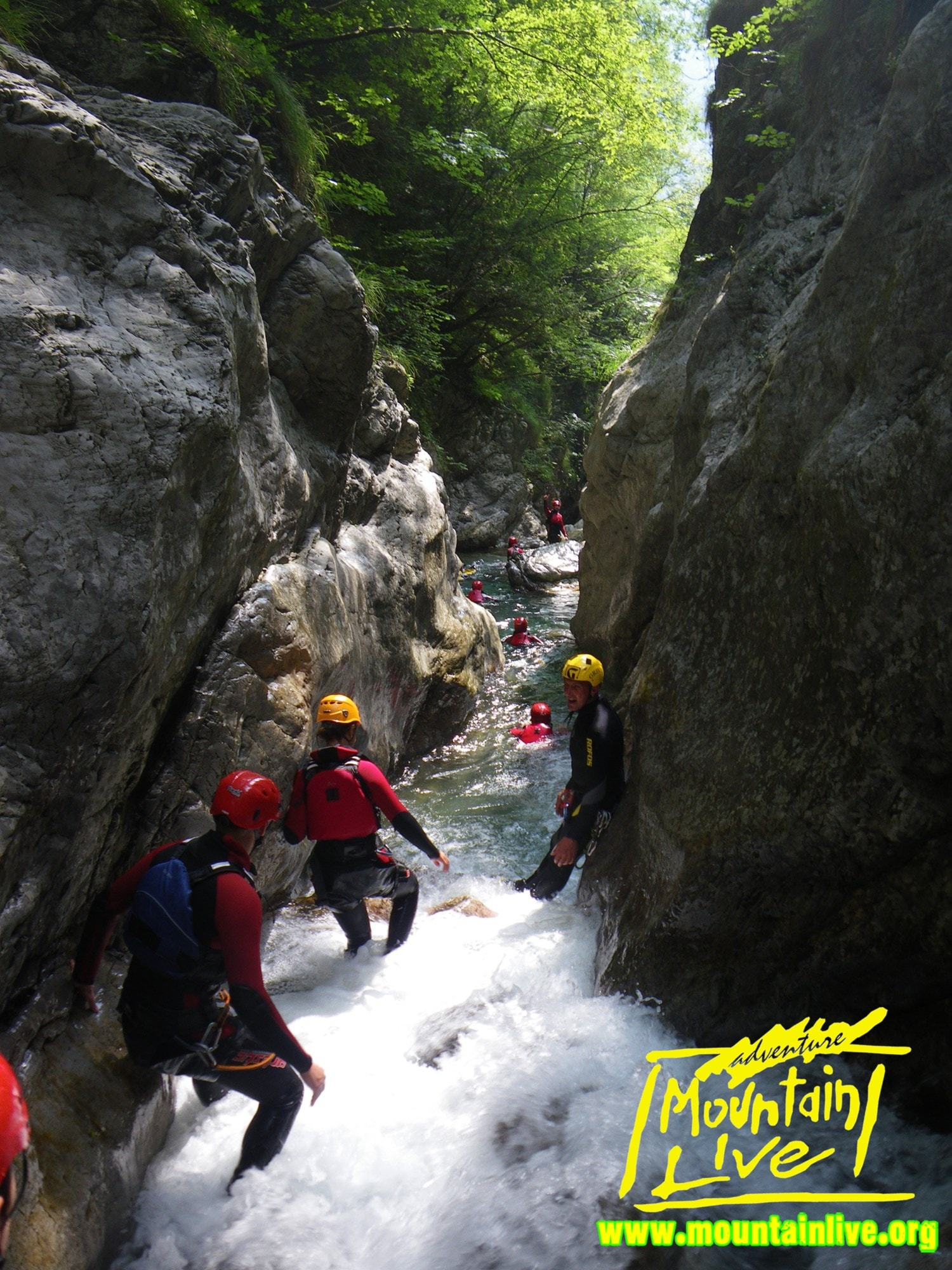 Canyoning in Trentino con Mountainlive. Tanto divertimento in sicurezza.