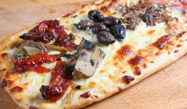 1/2 metro di pizza farcito a piacere con bibita grande e consegna a domicilio a soli 13€ anzichè 18€