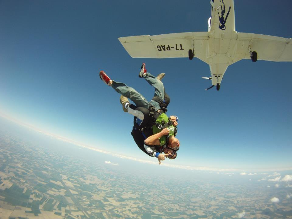 Lanci Tandem Paracadutismo da 4200 m a soli 175€ con video in omaggio