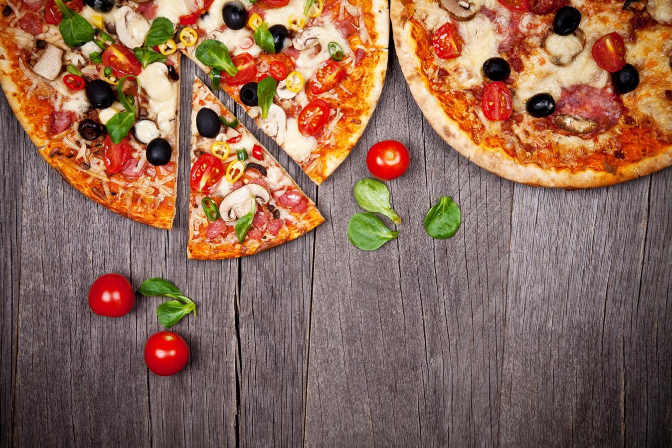 2 pizze a scelta, 2 bibite e consegna a domicilio a Bologna a soli 10€!
