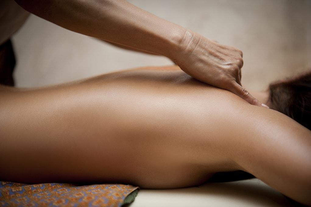 massaggio rilassante a domicilio nelle provincie di reggio emilia, modena e parma. Massaggio californiano, hawaiano, linfodrenaggio, hotstones