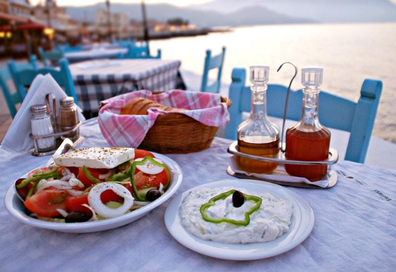 """menù tipico greco """"DA KOSTAS"""" A MODENA a soli 39,90€ PER 2 PERSONE ANZICHÉ 55€"""