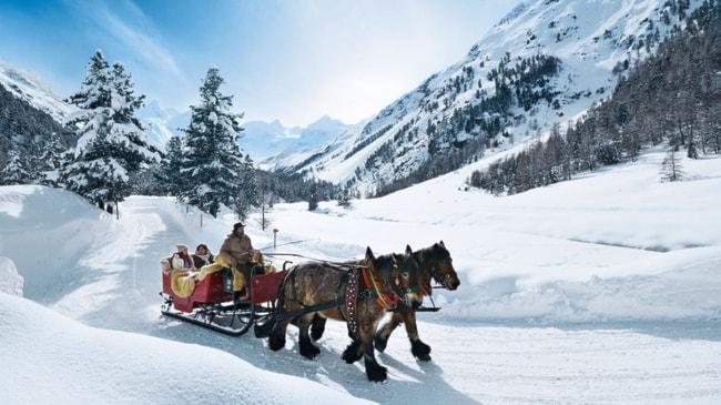 San Valentino, Dal 12 al 14.02, Trenino Rosso + Escursione a Cavallo in Val Roseg + 2 pernottamenti in Hotel 3 stelle con prima colazione, da Euro 215