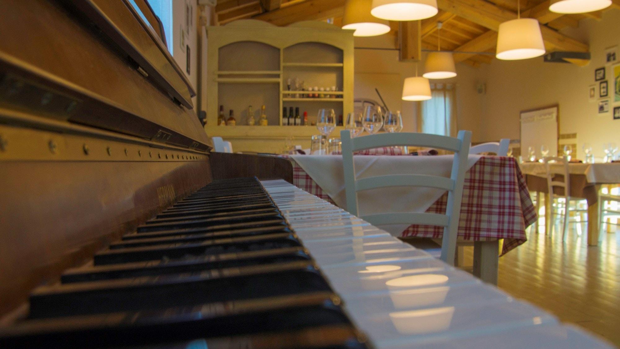 MENÙ DEGUSTAZIONE per 2 al nuovo beetle restaurant: Bis di antipasti, di primi e secondi
