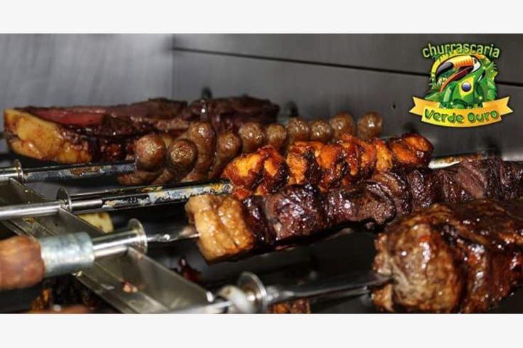 menù brasiliano all you can eat per 2 con antipasti caldi e freddi a buffet, carne alla spada, ananas e vino