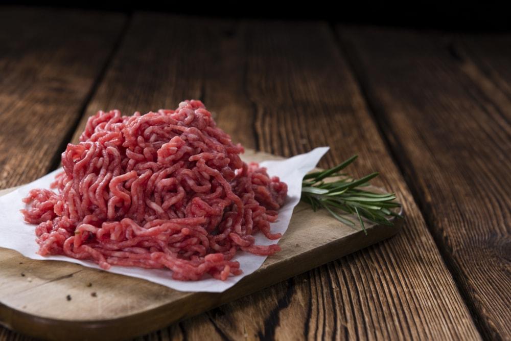 Macelleria Manfredini propone: macinato di maiale a soli 5,90€ anzichè 10,50€ !