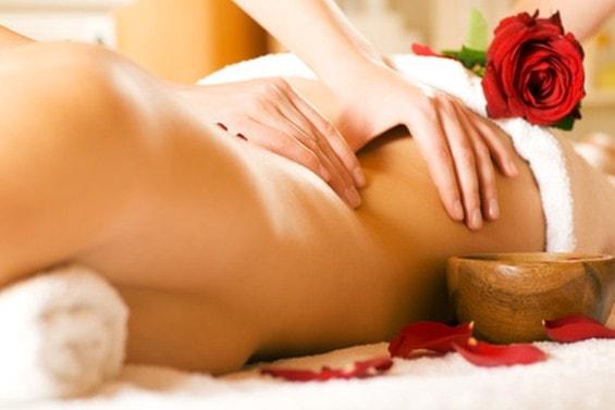 Trattamento intensificante per l'abbronzatura con peeling corpo + massaggio schiena e collo