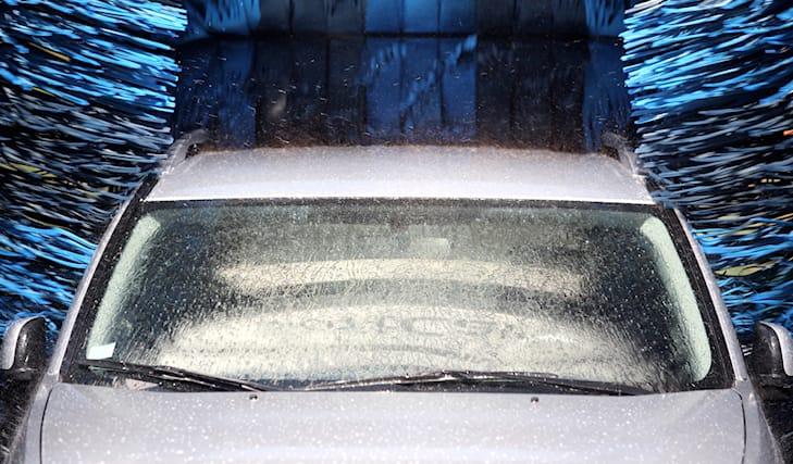 Lava-e-igienizza-l-auto_89354