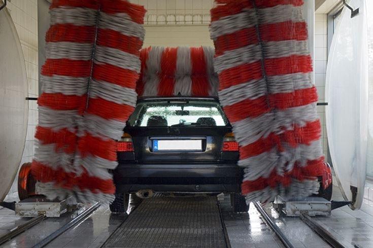Lavaggio completo auto e igienizzazione interna della tappezzeria a soli 12€ anzichè 22€