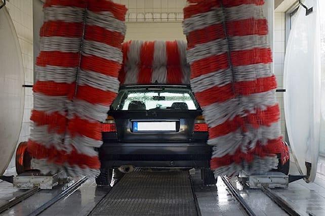 Lava-e-igienizza-l-auto_88498