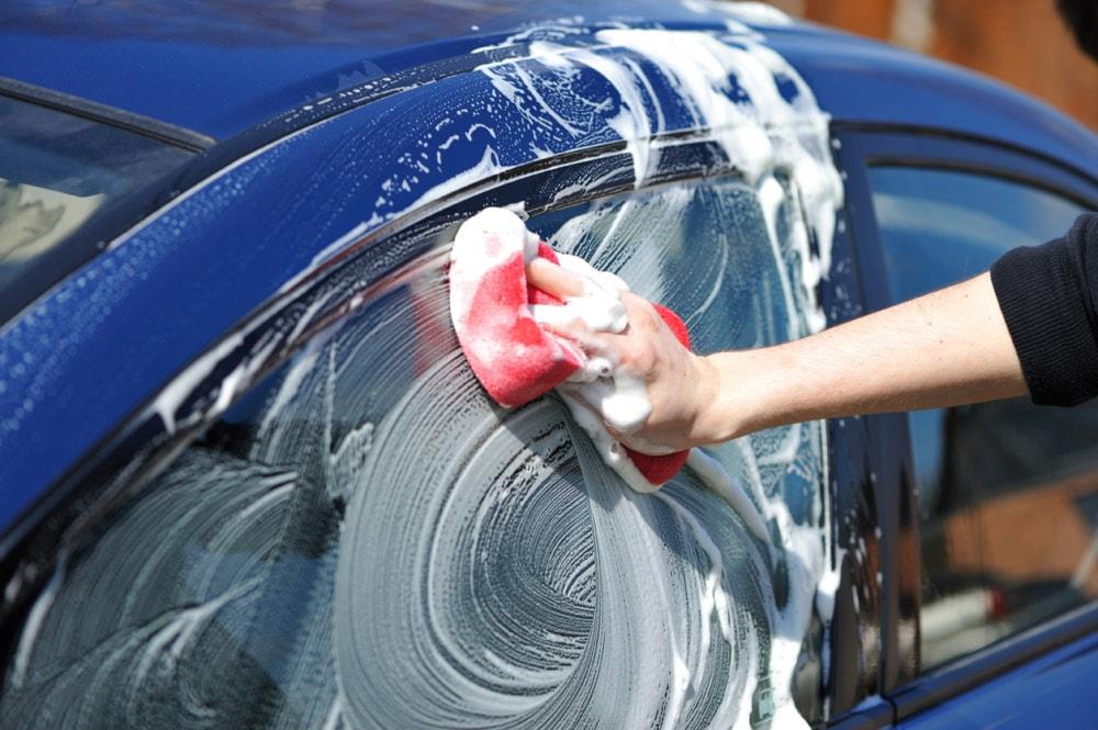 Lava e sanifica l'auto!