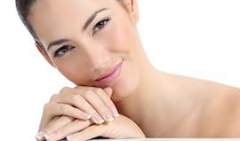 Pulizia viso e manicure