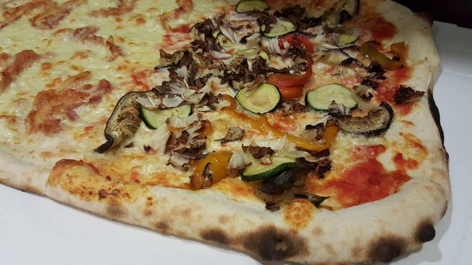 1/2 metro pizza &3 birre