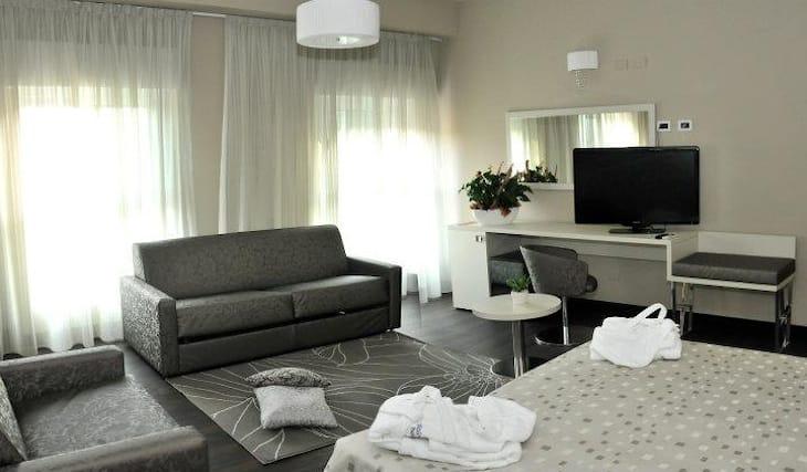 Pacchetto con soggiorno in camera superior, ingresso alla spa, wellness e  relax per due persone, presso hotel lalla beauty e relax di cesenatico