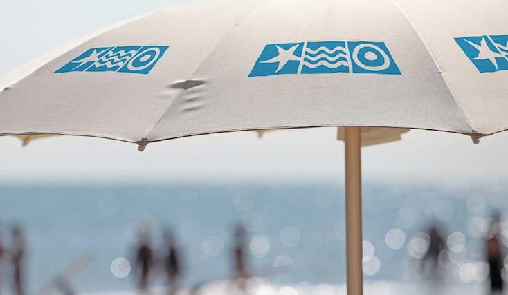 Risparmio Casa Ombrelloni Da Mare.Tutti Al Mare Il Bagno 28 A Della Spiaggia Marina Centro A Rimini Vi Offre 1 Ombrellone E 2 Lettini A Soli 7 Dal Lunedi Al Venerdi