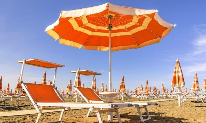 Offerte Ombrelloni Da Spiaggia.Ombrellone Due Lettini E Idromassaggio A Soli 10 Da Spiaggia Marina Centro A Rimini Dal Lunedi Al Venerdi
