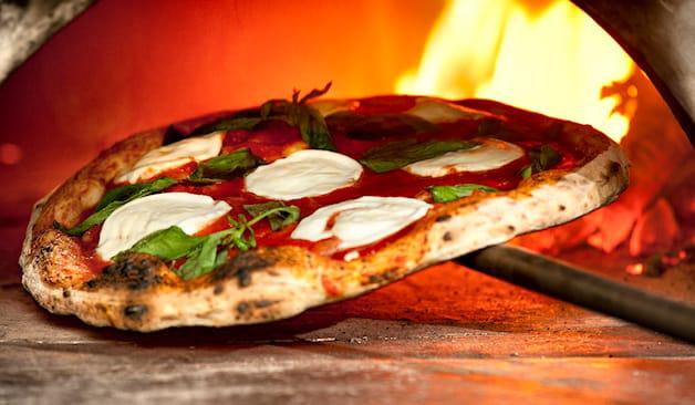 Pizza napoletana na pizz