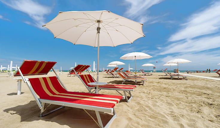 Ombrelloni Da Spiaggia Offerte.La Spiaggia Marina Centro Di Rimini Offre 1 Ombrellone E 2 Lettini Da Utilizzare Per 2 Giorni A Soli 19