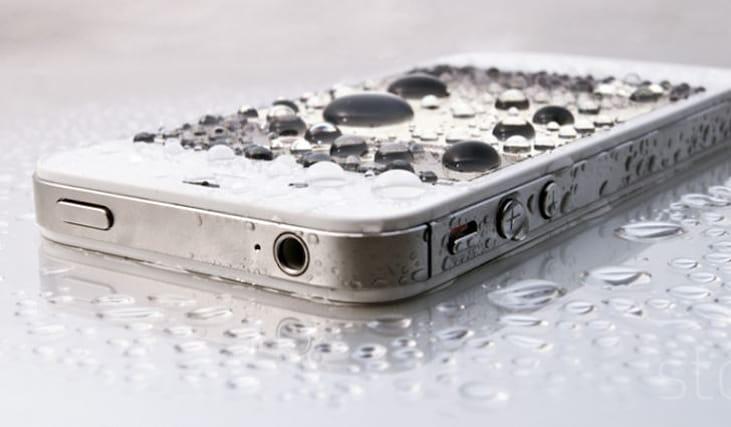 Telefono-caduto-in-acqua_128790