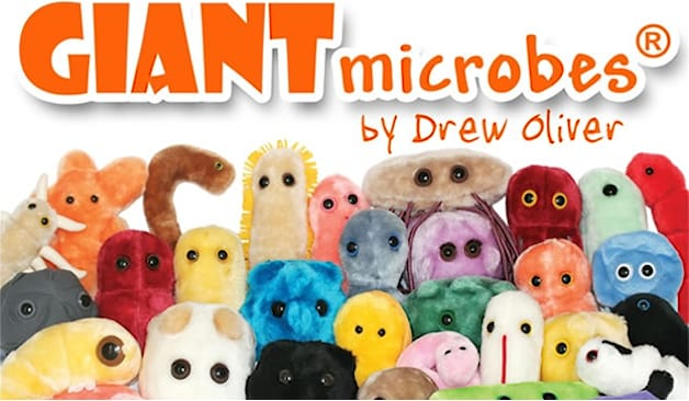 2 peluches giant microbes