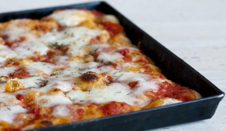 Teglia-di-pizza_136242