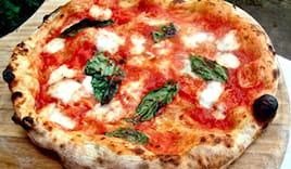 Pizza, bibita e dolce