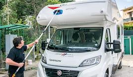 Lavaggio esterno caravan
