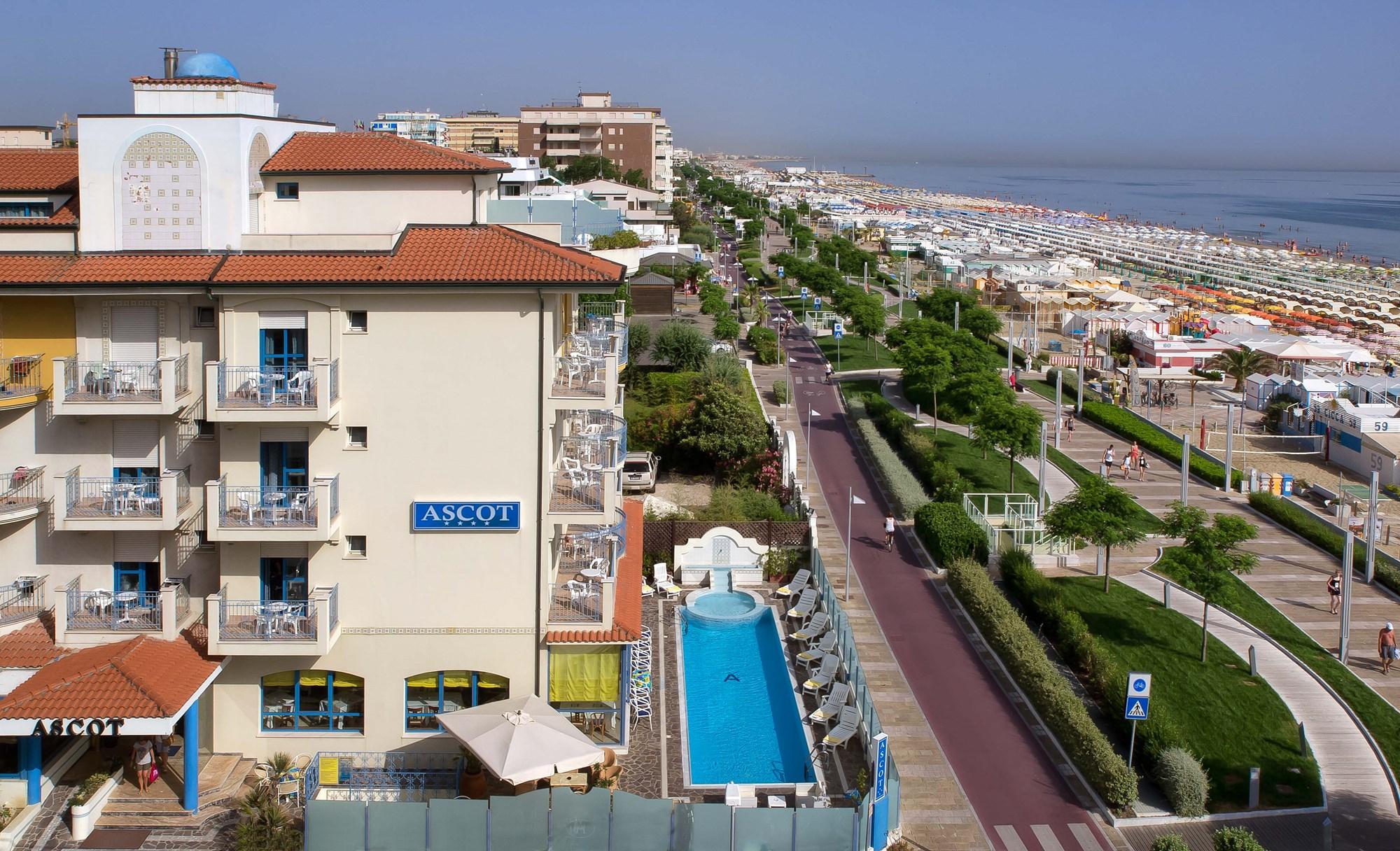 Sconti per hotel ascot riccione riviera romagnola - Residence riccione con piscina ...